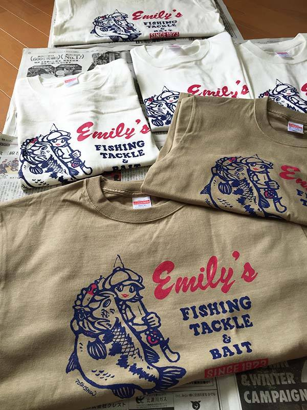 画像1: AmazingHoliday・エミリー釣具店Tシャツ (1)